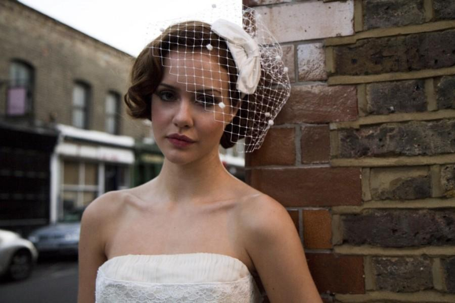Свадьба - 1950s Bridal Headpiece,Silk Bow Hat and Birdcage veil with dots. White, Ivory, Cream, champagne, Black, Blue, very pale Pink ,Rose Pink