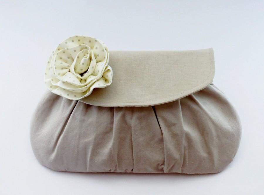 Свадьба - Rustic Wedding, Linen Clutch - Flower Embellished Purse, Bridal Accessory, Bridesmaids Gift