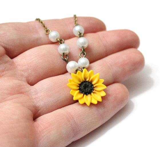 Свадьба - Sunflower Necklace - Sunflower Jewelry - Gifts - Yellow Sunflower Bridesmaid, Flower and Pearls Necklace, Bridal Flowers,Bridesmaid Necklace