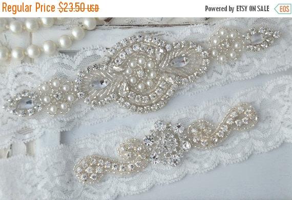 Свадьба - Heirloom Wedding Garter, Crystal Bridal Garter Set, Vintage Inspired Wedding Stretch Lace Garter, Bridal Garter, Garter