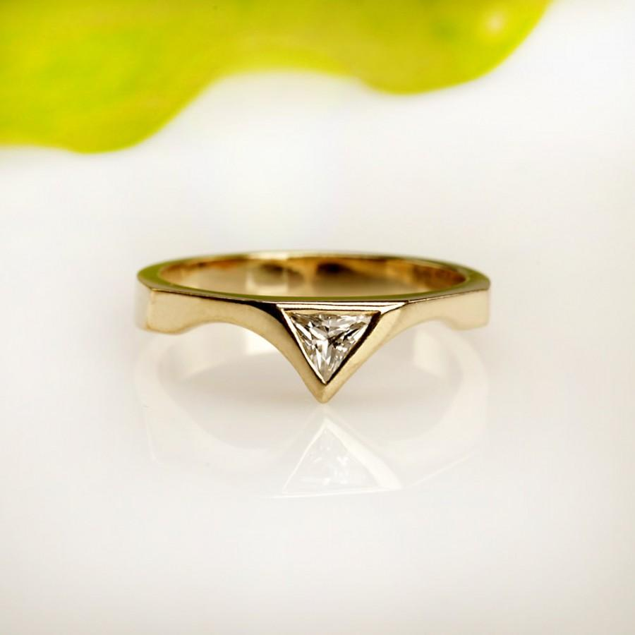 finger diamond tanishq design colours ring engagement yellow with at triangular work gold product mia rings by