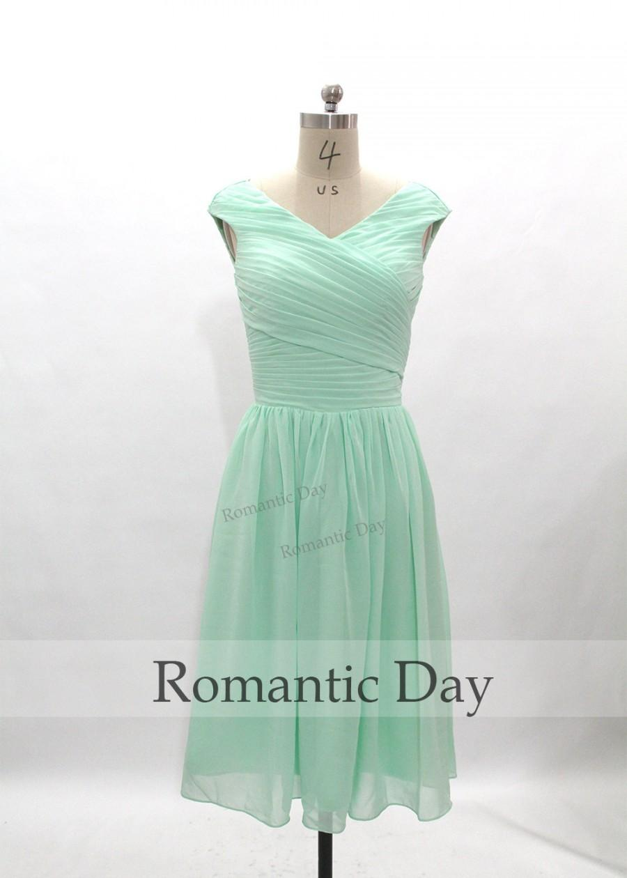 Mint green v neck a line chiffon bridesmaid dress short for Short green wedding dresses