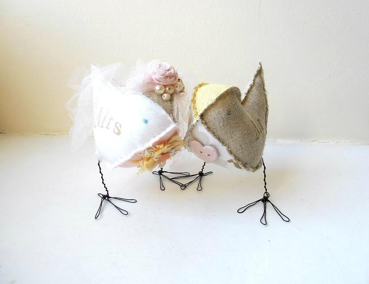 Mariage - Love Birds Wedding cake topper fabric stuffed figurines Bride and Groom soft sculptures Mr&Mrs rustic linen pastels