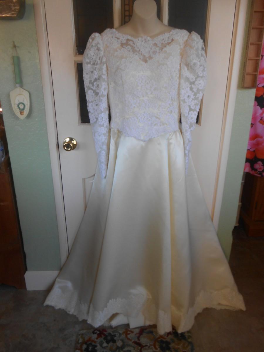 زفاف - 075-Truly Exceptional Vintage Wedding Gown, 1970's, stunning condition and classic elegance, SIZE 6-8, Outstanding Gown !  WOW !