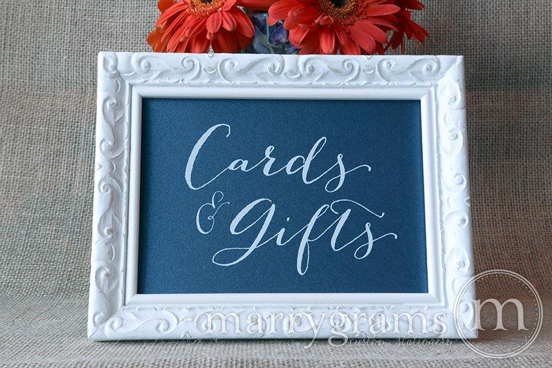 Mariage - Cards and Gifts Rustic Table Sign - Wedding Table Reception Seating Signage - Matching Numbers Available - White Ink Card, Gift Sign - SS09