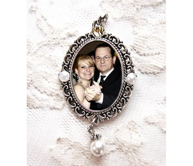 Свадьба - CUSTOM  Wedding Bouquet Photo Charm  / Pearls & Swarovski Rhinestone / Memorial Keepsake / Oval Bridal Bling / Antique Silver
