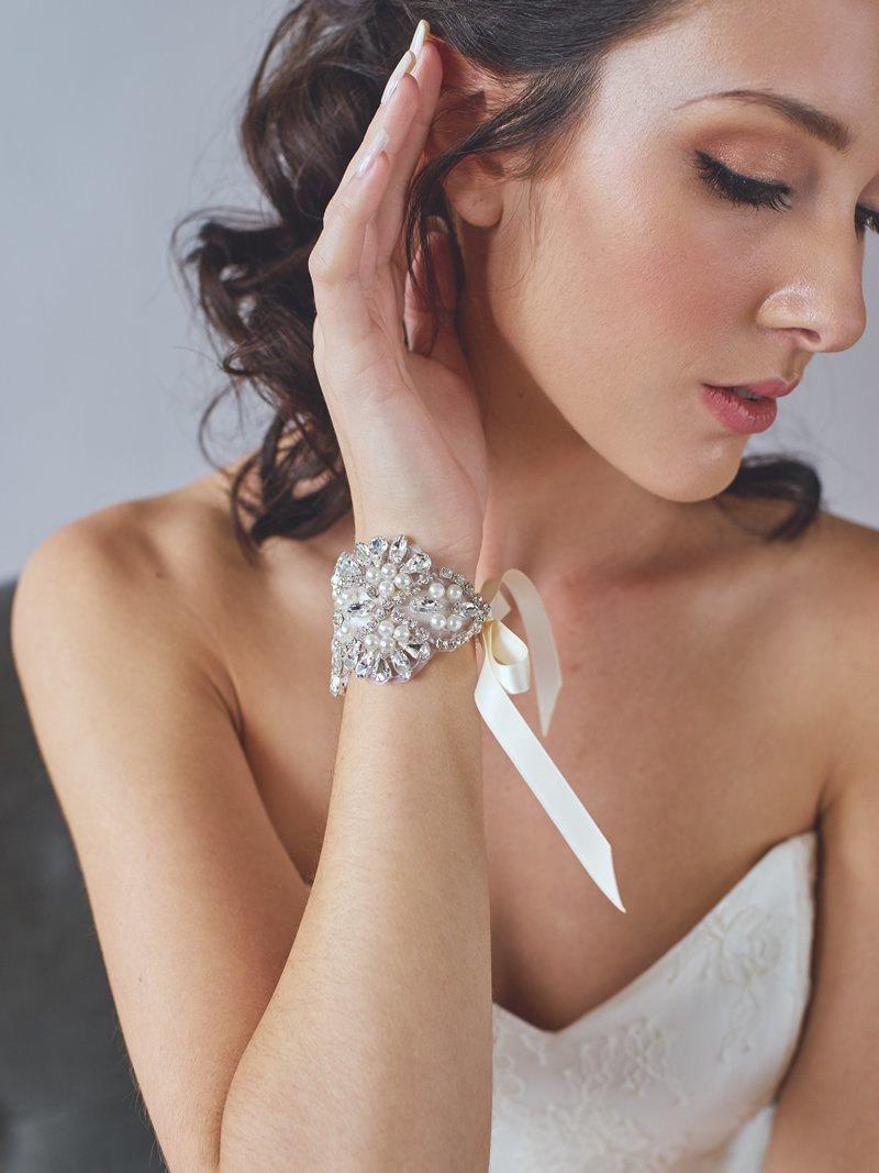 Свадьба - Pearl and Rhinestone Bridal Cuff