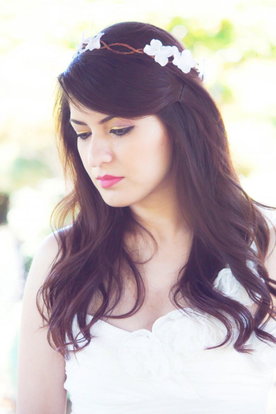 Свадьба - Bridal Crown, Bridal Headpiece, White Flower Crown, White Hydrangea Blossom, White Flowers, Woven Vine Circlet