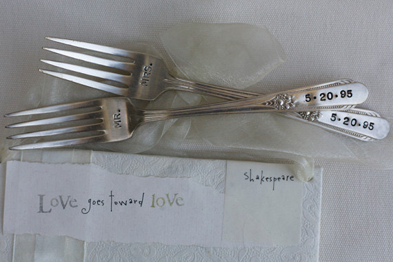 Свадьба - Vintage Silverware Mr. & Mrs. Sweetheart Cake Wedding Forks Wedding Silverware Reception  Table Setting   As Seen in The Knot
