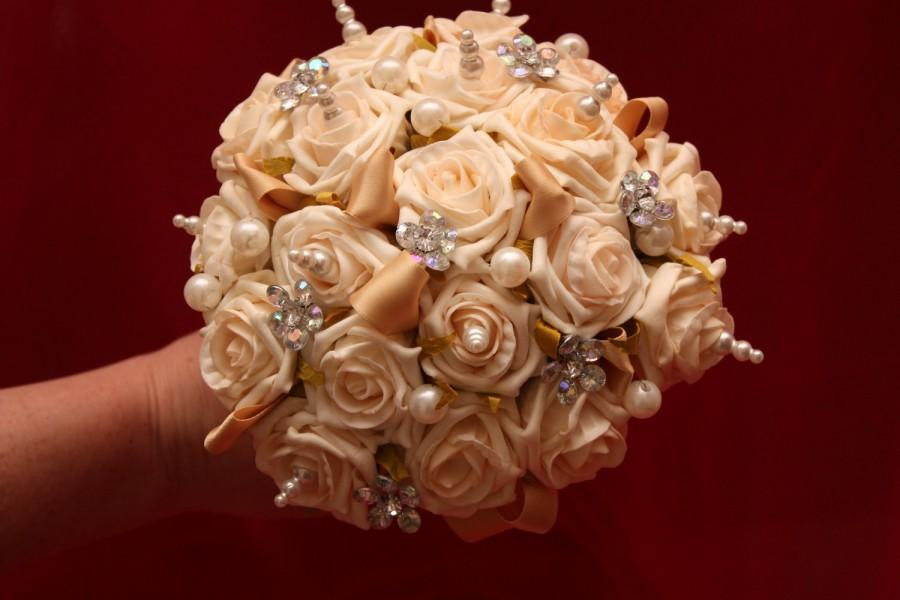 Hochzeit - Alternative wedding bouquet. alternative to fresh flowers. a keepsake forever. You choose the colour.