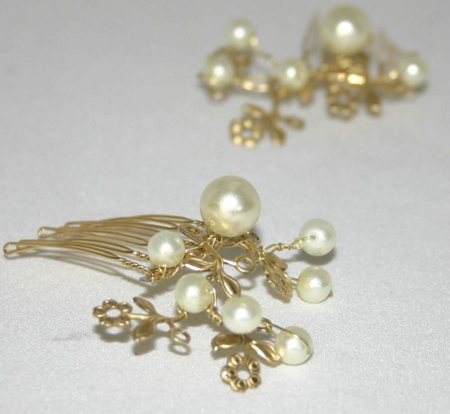 Свадьба - Golden One, Little Hair Combs Of Vintage Metal Flowers and Ivory Pearls, Wedding Hair, Bridesmaid Gifts, Wedding Hair Clips