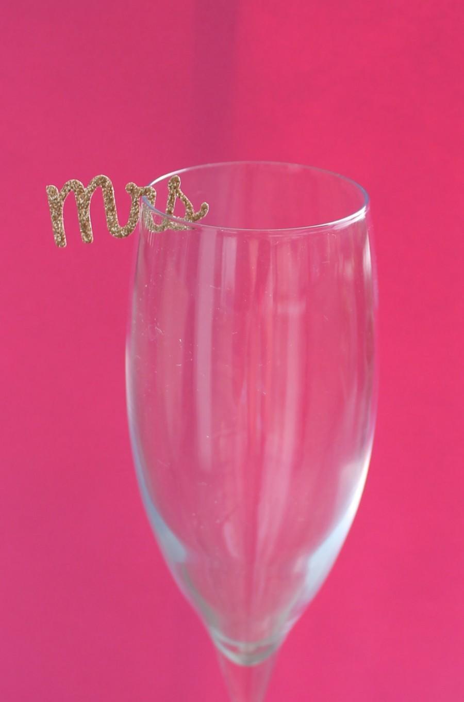 Hochzeit - BRIDAL SHOWER/Bachelorette Party - Mrs drink charms! 12 per order.