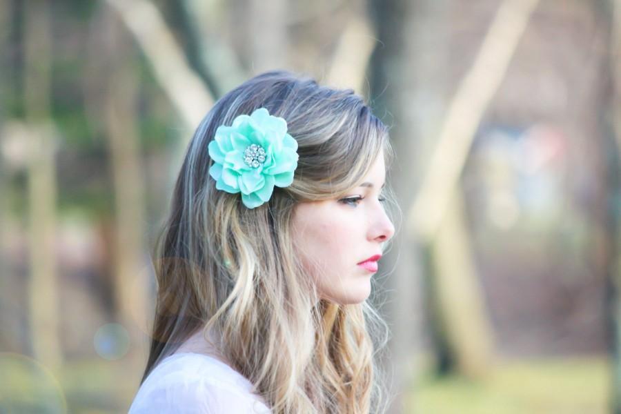 Свадьба - seafoam flower hair clip, mint green hair clip, something blue wedding, bridesmaid hair clip