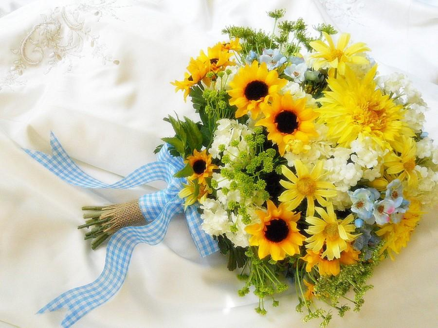 Mariage - Sunflower wedding Bouquet -Silk bridal blossoms in Sunny Yellows, whites with touches of Blue, burlap and gingham ribbon details, So Sweet.