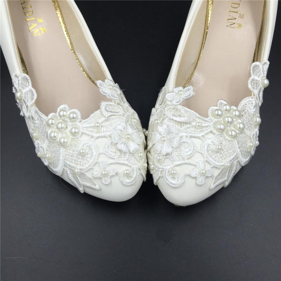Hochzeit - Ivory White Flower ladies Wedding Shoes,Lace Flowers Bridesmaid Heels Shoes,Wedding Low Heels USA Size 4 5 6 7 8