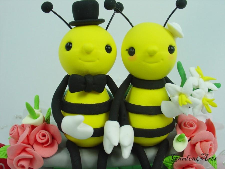 Mariage - Custom Bee Love Wedding Cake Topper HAND HOLD HAND with Floral Bench and Grass Base