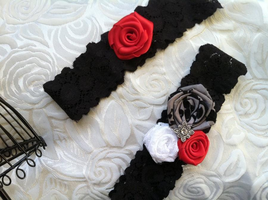 Mariage - Black and White and Red Wedding Garter Set.