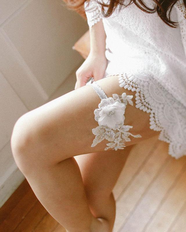 Mariage - Lace wedding garter, bridal garter, white wedding garter, lace garter - style #480