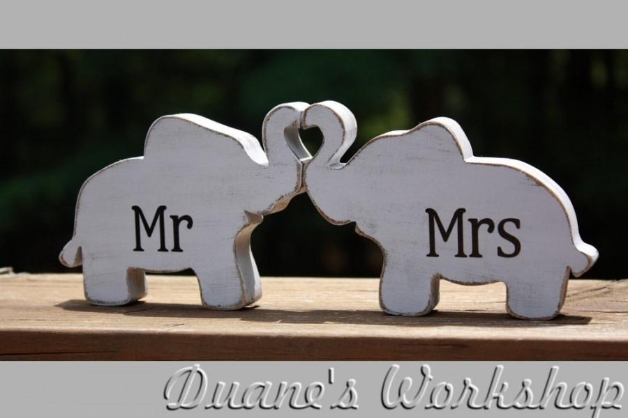 Hochzeit - Mr & Mrs Elephants in love, elephant trunk heart, Mr and Mrs, wedding decoration, home decor, nursery decor,shabby chic