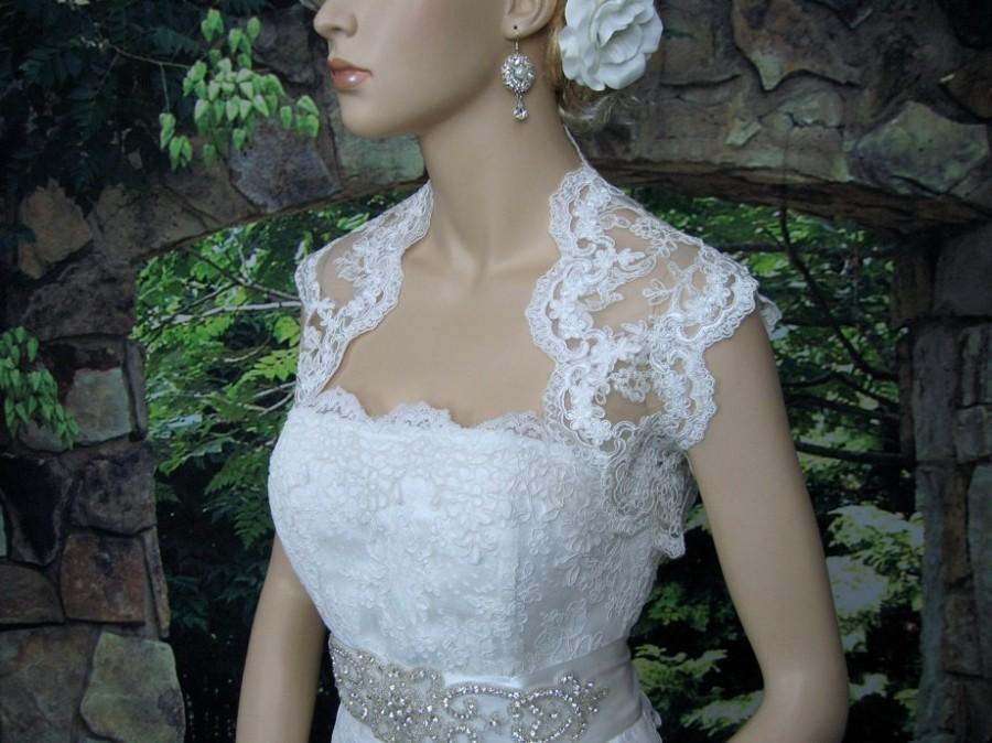 Mariage - White sleeveless bridal re-embroidered lace wedding bolero jacket