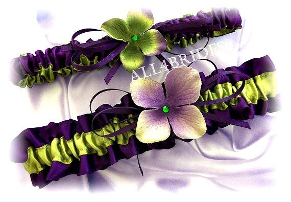 Свадьба - Deep purple and green Bridal Keepsake and Toss Garter Set, Bridal Wedding Accessories, Green Hydrangeas Bridal Accessory