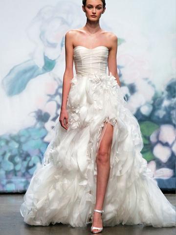 Свадьба - Luxury Floral White Silk Chiffon Embroidered Strapless Fall Wedding Dress