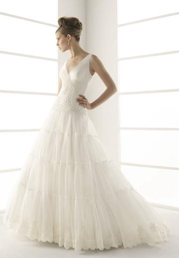 Свадьба - Embroidery Organza V-neck A-line Elegant Wedding Dress
