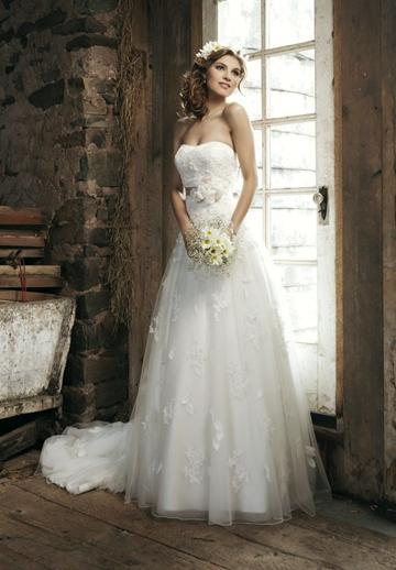 Свадьба - Tulle Sweetheart A-Line Bow Back Elegant Wedding Dress with Chapel Train