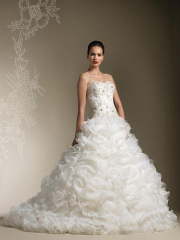 Свадьба - Full Organza Ruffle Skirt Wedding Dress with Strapless Sweetheart Beaded Lace Bodice