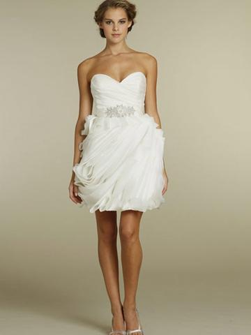 Chic Organza Wave Short Wedding Dress With Pleated Bodice And Strapless Sweetheart Neckline