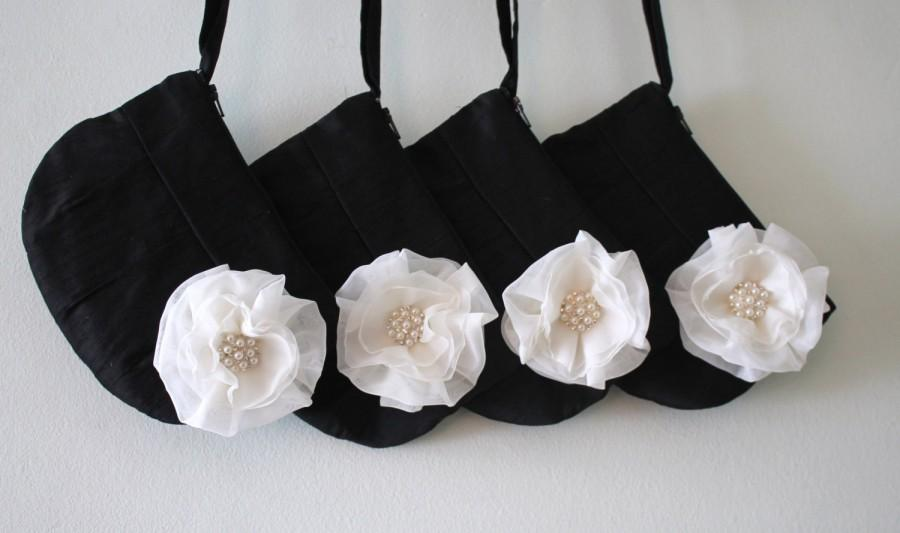 Mariage - Set of 4 Bridesmaid Clutch Purses - Bridesmaid Gift !!   Clutch purse with Stardust Flower Brooch (choose your colours)