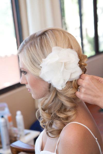 زفاف - Bridal Peony Flower Ivory Silk Chiffon, Hair Piece, Sash, Brooch, Embellishment