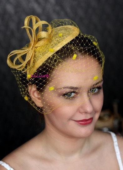 Mariage - Yellow FASCINATOR with veill, dots birdcage veil, fabulous wedding head piece, hairdress,