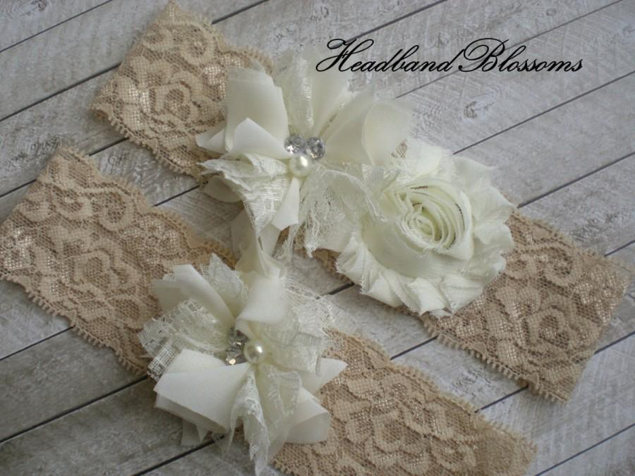 Свадьба - BEIGE IVORY Bridal Garter Set - Ivory Keepsake & Toss Lace Wedding Garters - Chiffon Flower Pearl Garters - Vintage Lace Garter - Garder