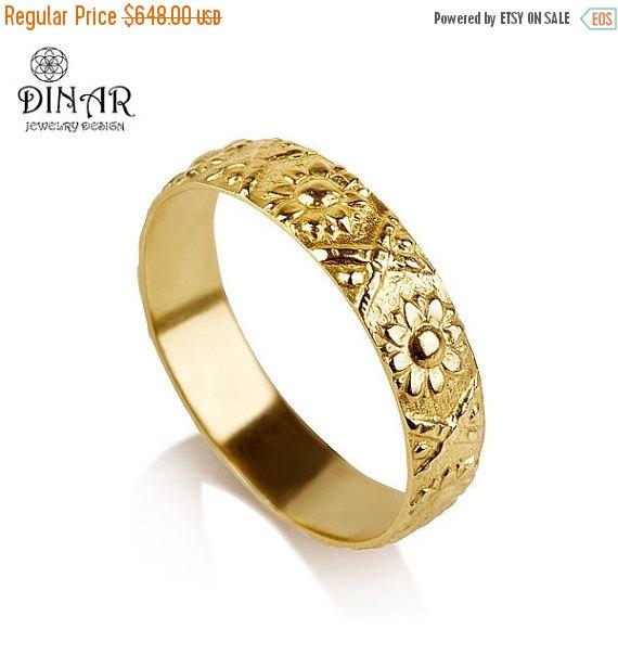 Mariage - 14k Gold flower Wedding Band ring, sunflower wedding ring , vintage women wedding ring, flowers engraving band, botanical texture ring