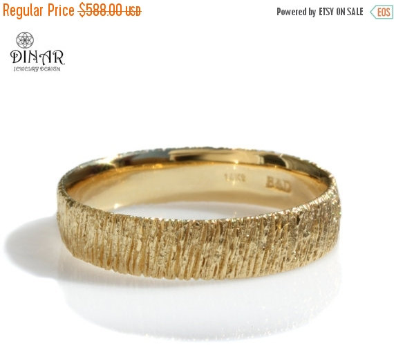 Mariage - 14k yellow Gold ring, men's Textured wedding band, tree bark, Woodgrain ,women's single band ,branch Handmade design, textured wedding band