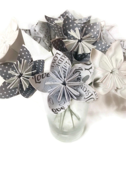 """Mariage - Bouquet """"Weddings / Bride / Love"""" OOAK Origami Paper Flowers with Green Wire Stems"""