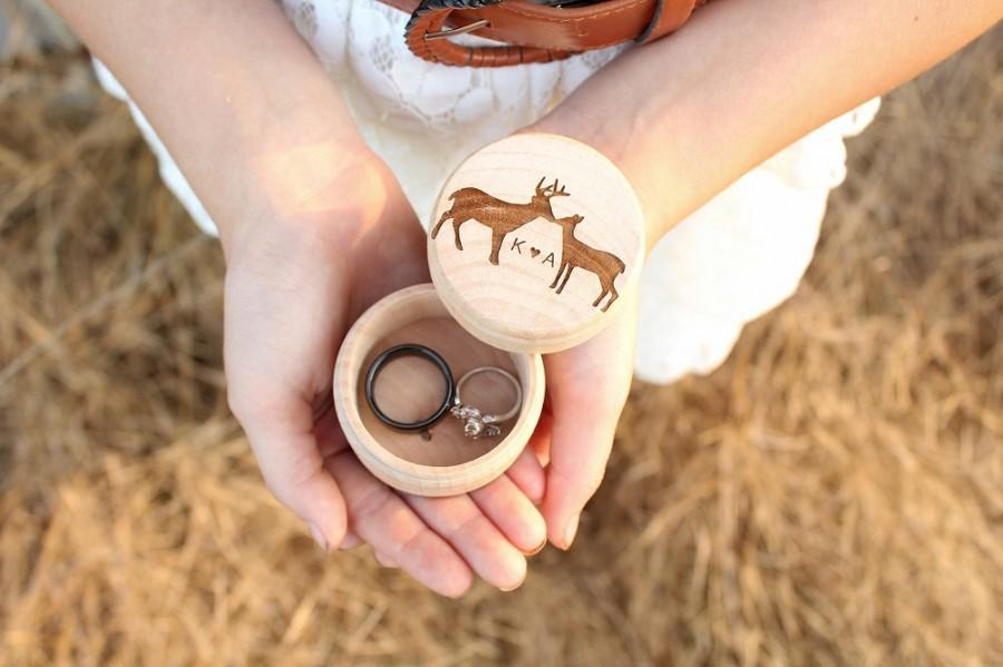 Свадьба - Kissing Buck and Doe Ring Box Keepsake Ring Box Engraved Rustic Wedding Ring Box Camo Wedding DownInTheBoondocks