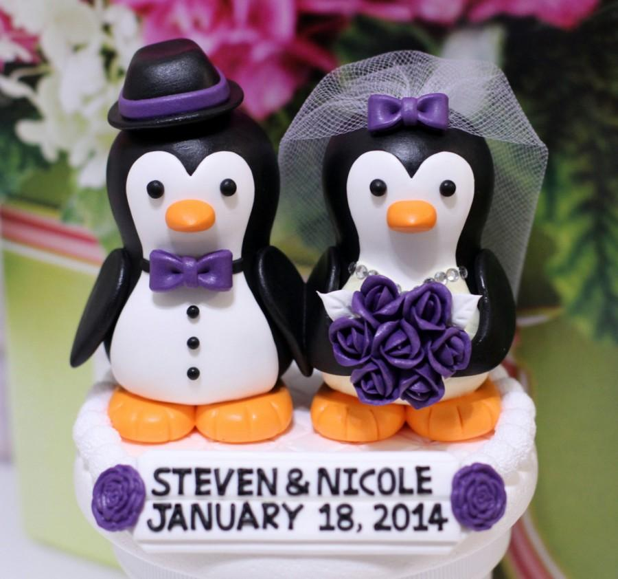Свадьба - A penguin couple wedding cake topper. / Purple roses
