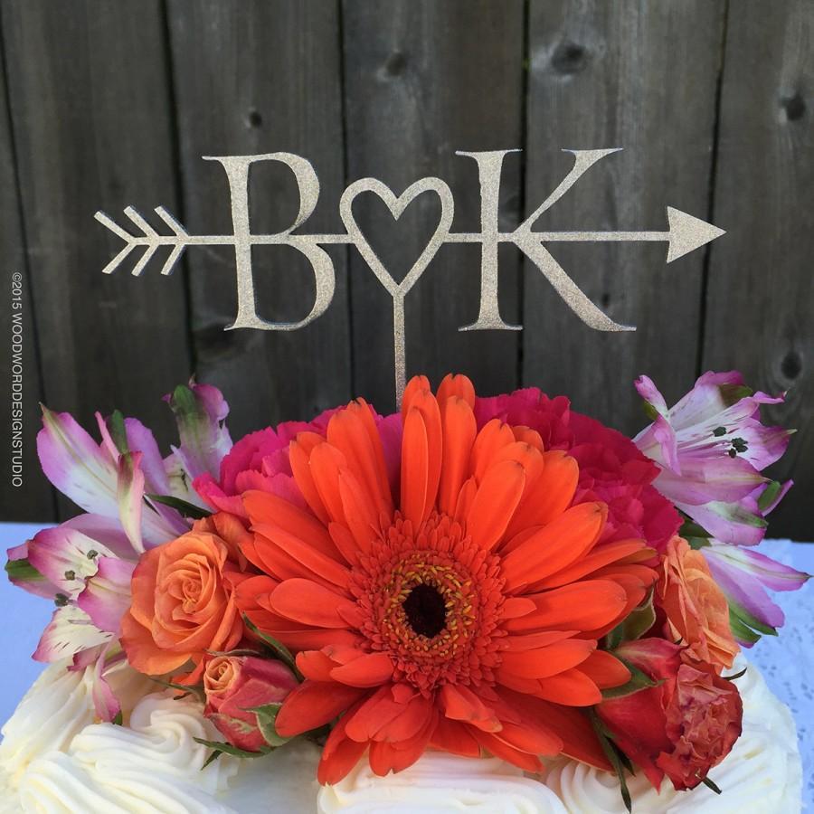 Hochzeit - Initials & heart with arrow cake topper