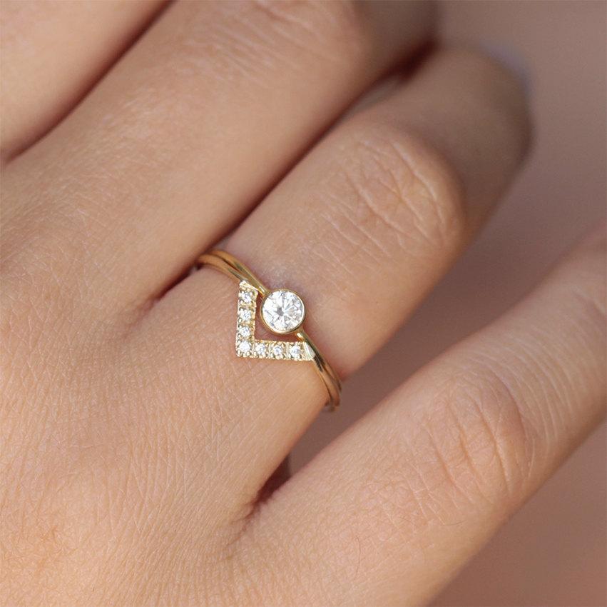 Свадьба - Wedding Set - Simple Round Diamond Ring & Pave Diamond V ring - 18k Gold
