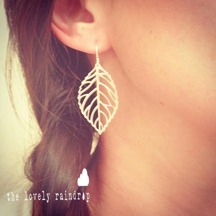 Свадьба - Delicate Leaf Dangle Earrings - Cute Simple Minimal Leaf Earrings in Silver - Perfect Gift - Wedding Jewelry - Bridal - Minimalist - Simple