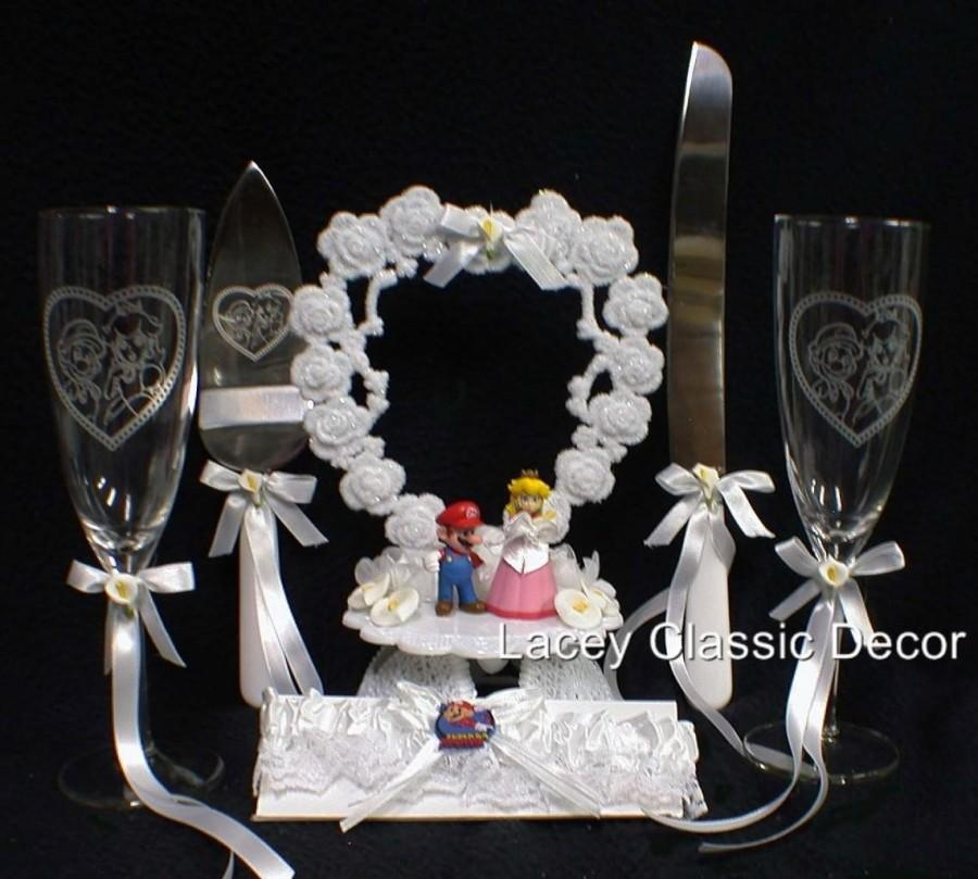 Mariage - SUPER Mario brother Video Game Wedding Cake Topper LOT Toasting Glasses. Knife .Server Set and garter