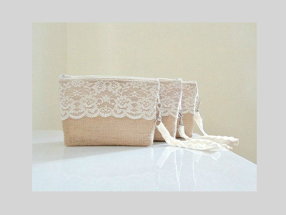 Mariage - Bridesmaid set of 5 (or more) burlap wristlet clutches with ivory white floral lace Bridesmaid gift Country wedding gift Rustic clutch