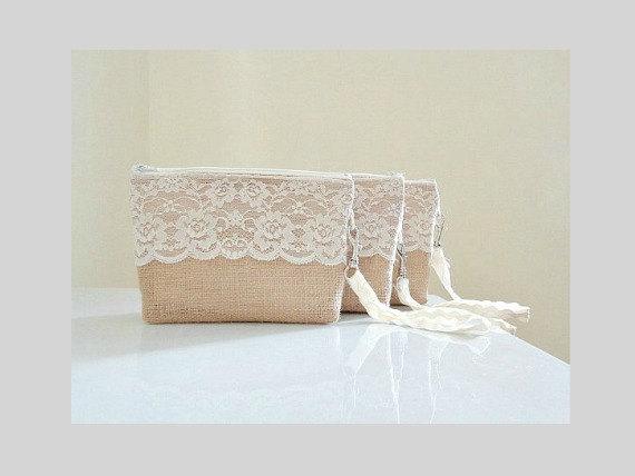 زفاف - Bridesmaid set of 5 (or more) burlap wristlet clutches with ivory white floral lace Bridesmaid gift Country wedding gift Rustic clutch