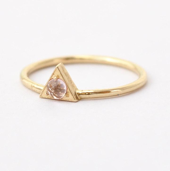 Mariage - Morganite Engagement Ring: Rose Cut, Geometric Triangle Gold, Unique
