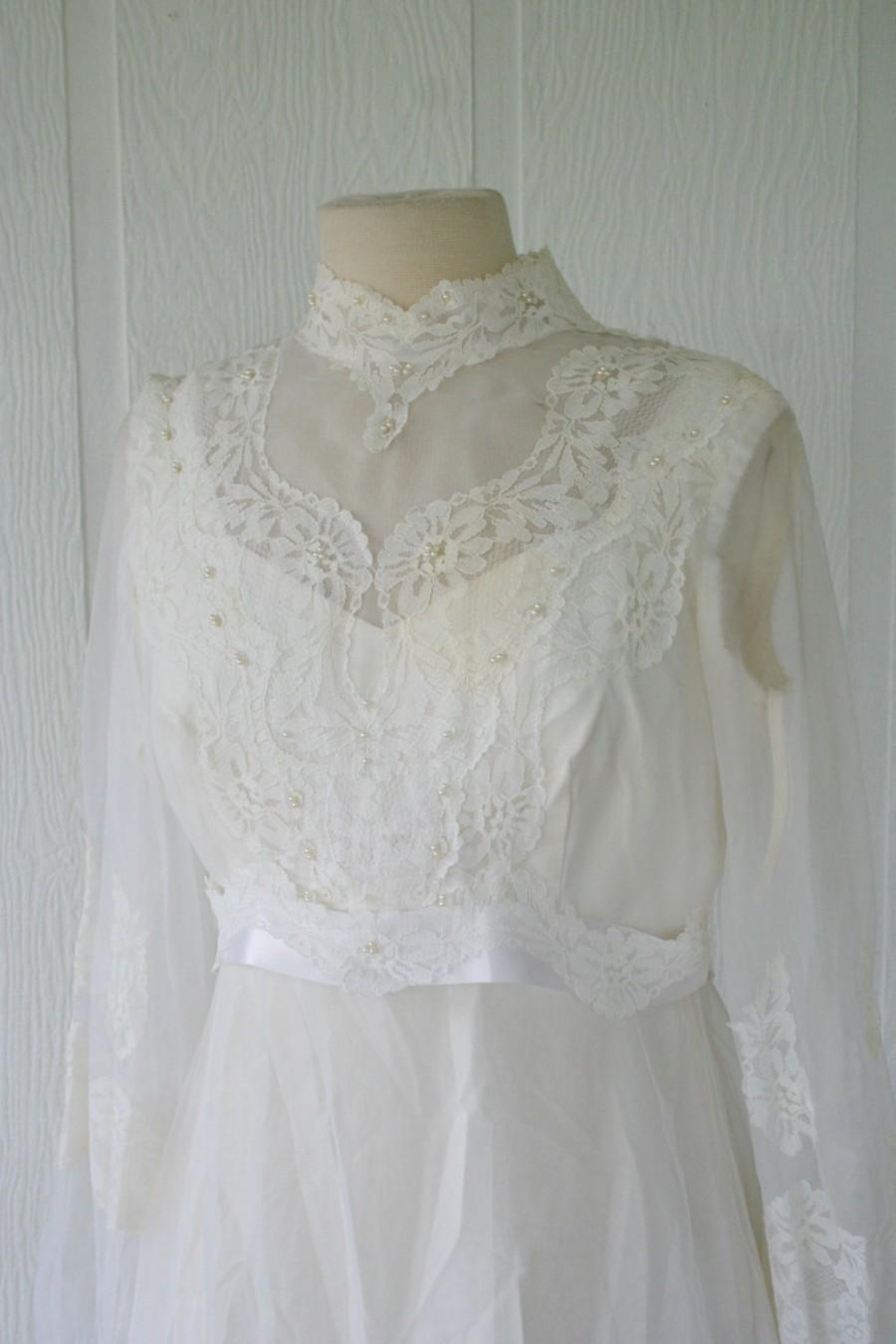 Vintage ivory lace wedding gown bridal gown with sleeves for Vintage beaded lace wedding dress