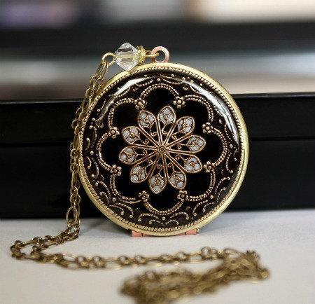 Mariage - Wedding Locket Black Necklace Bridal Jewelry Bridesmaid Gift Mother of the Bride Gift Photo Locket Filigree Locket Vintage Brass Locket