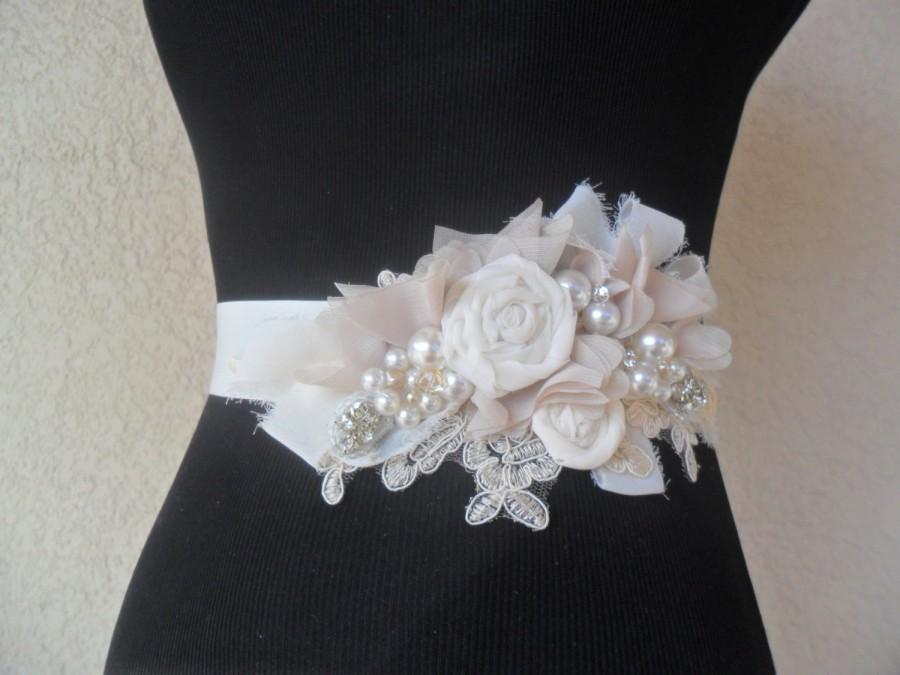 Mariage - Bridal sash, Wedding sash, Champagne sash, Lace & Pearl floral sash, Wedding accessory, Rustic sash, YOUR CHOICE COLOR, Vintage Wedding Sash
