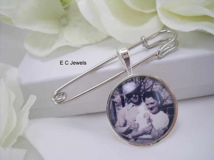 Свадьба - Grooms Boutonniere Custom Photo Charm